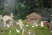 Obiskal nas je Miklavž, postavitev  razstave jaslic